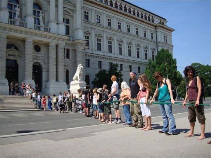 MenschenketteJustizpalast