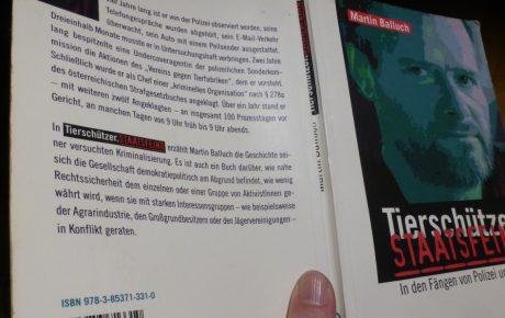 """""""Tierschützer. Staatsfeind"""" – ein Buch über U-Haft und Gerichtsverhandlung im Tierschutzprozess"""